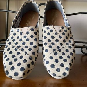 Toms shoes dark grey dots 7 wide